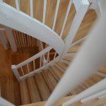 Samonosné schody do podkrovia a obklad betónu z prízemia na poschodie