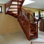 Samonosné drevené schody s galériou